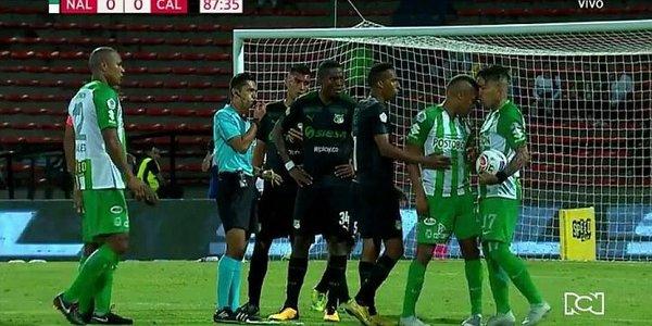 un tiro libre a favor de Nacional el cual fue la causa de la pelea entre 2 de sus jugadores: Dayro Moreno y Jeison Lucumí
