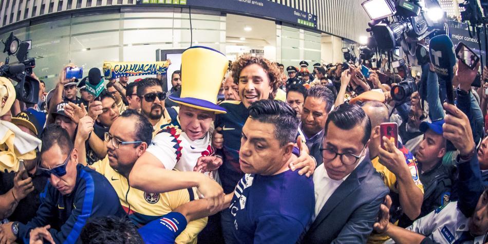 El recibimiento no era para ellos: atletas mexicanos de Lima 2019 arribaron el mismo día que Memo Ochoa
