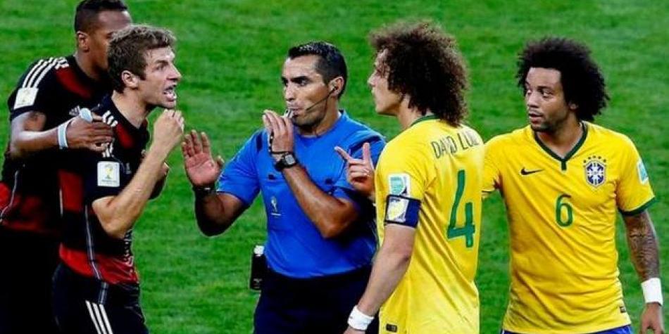 Fue árbitro del 7-1 a Brasil, pastor evangélico, periodista y ahora será DT en España