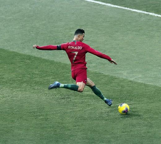 Y según Nike solo hay dos futbolistas (o tres, mejor dicho) que pueden alcanzar esa marca: Cristiano Ronaldo, Kylian Mbappé y la australiana Sam Kerr.