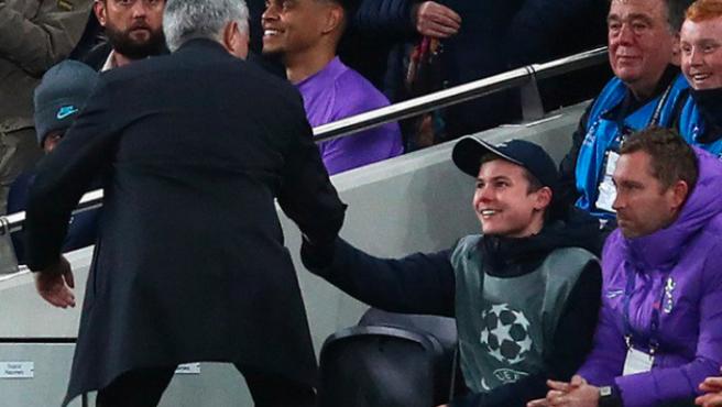 """Fue el mejor día de mi vida, dijo el """"recogepelotas"""" abrazado por Mourinho"""