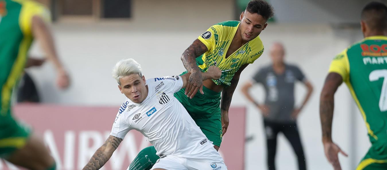 Soteldo encabezó la victoria del Santos ante Defensa y Justicia
