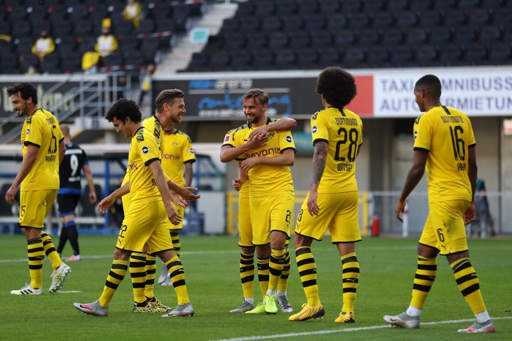 Con triplete de Sancho, el Dortmund goleó 6-1 al Paderborn