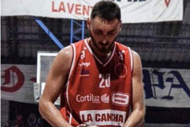 Conmoción en Uruguay: Jugador de baloncesto murió en pleno partido amistoso