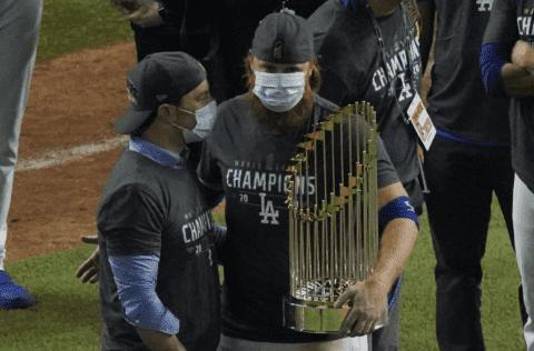 MLB abrió investigación a Justin Turner por violar protocolos contra covid