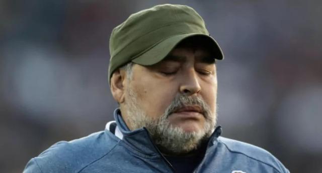 ¿Maradona tomaba sus medicamentos con cerveza? Video lo muestra antes de morir