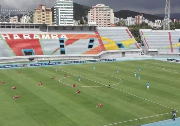 Equipo boliviano echó a su primer equipo y obligó a juveniles a afrontar duelo