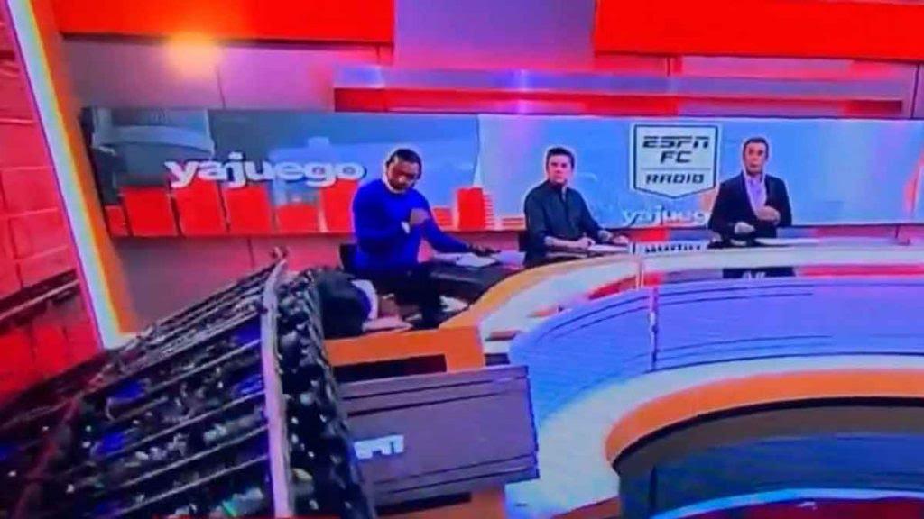 Así fue como un Periodista de ESPN fue aplastado por una pantalla gigante