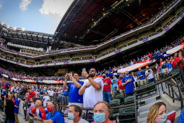 Los Rangers permitieron entrada a más de 38 mil fanáticos durante juego inaugural en Texas